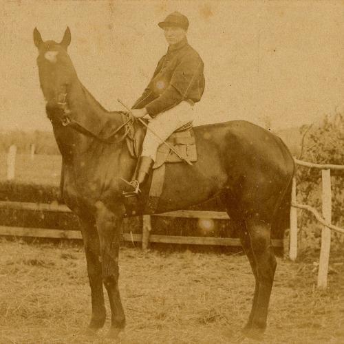 Détail de : Pau : Irradiante, gagnante de la grande course de haies ; 1892 ; photographie ; Bibliothèque Patrimoniale de Pau ; cote PHA112