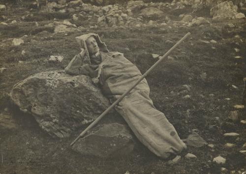 [Henry Russell dans son sac en peau] / s. d. / Meys, Maurice (photographe) / Bibliothèque Patrimoniale / cote PHA180